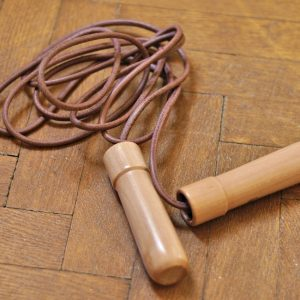 L'utilisation de la corde à sauter pour brûler les graisses.